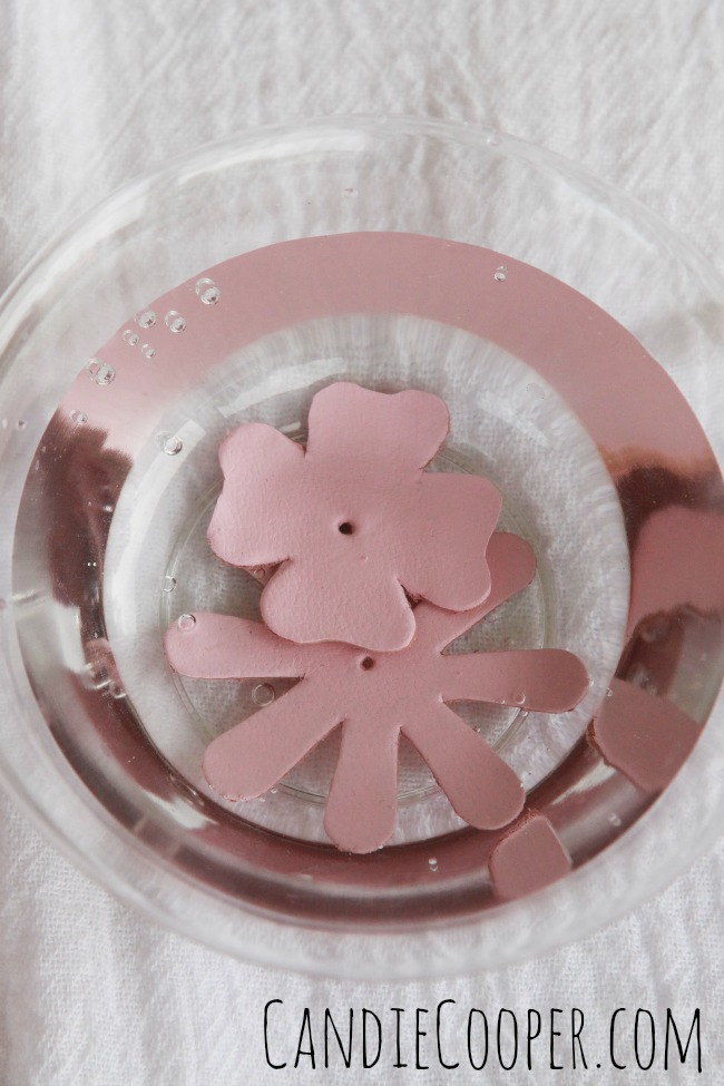 How to shape and form leather flowers